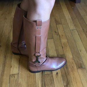 Beautiful leather flat riding boot